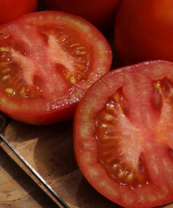 Die Tomate Splash of Cream ist nicht nur lecker, sondern sieht auch appetitlich aus.
