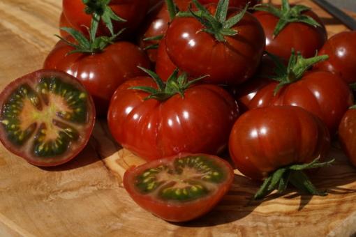 Tomate Petit Chocolate ist Sau lecker und hat eine geniales Aussehen.
